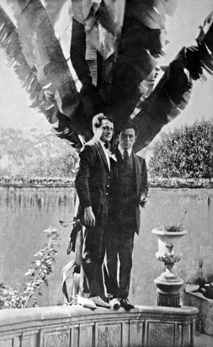 Советский поэт в Мексике.