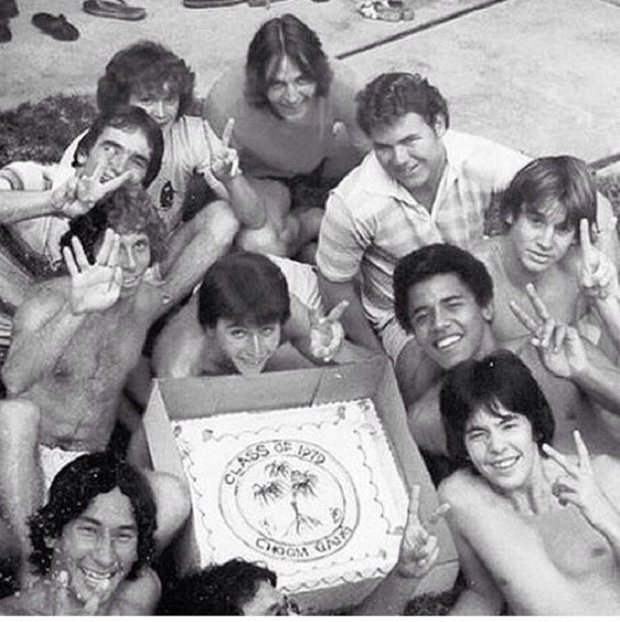 Молодой Барак Обама с друзьями из их общества Чум Гэнг.
