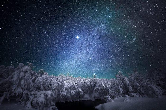 В ночном безмолвии горят миллионы небесных тел, рассказывая свою историю.