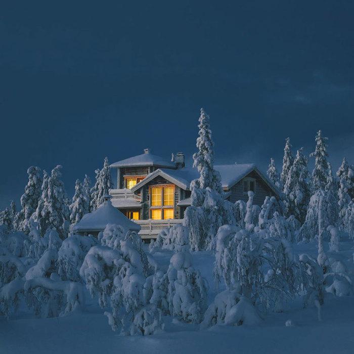 Так хочется укрыться от холода в этом доме, там где тебя ждет горящий камин, теплый чай и дружелюбная беседа.