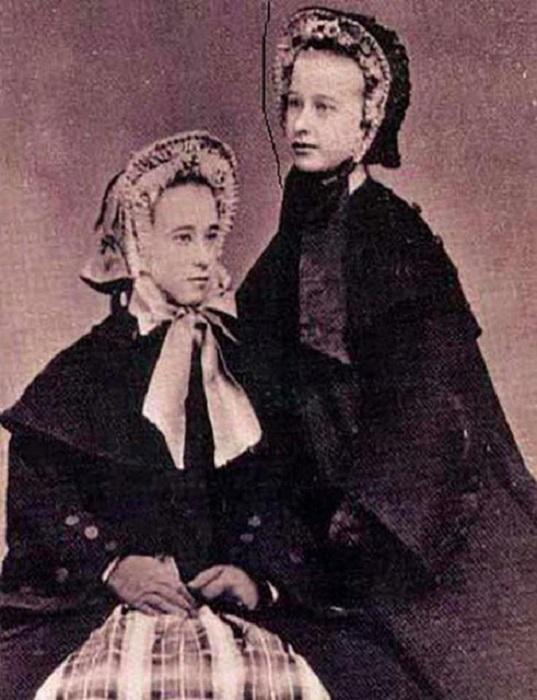 В возрасте 16-ти лет Мэри отправилась в Канзас, где устроилась на работу в бордель и стала известна под псевдонимом «Большеносая Кейт».