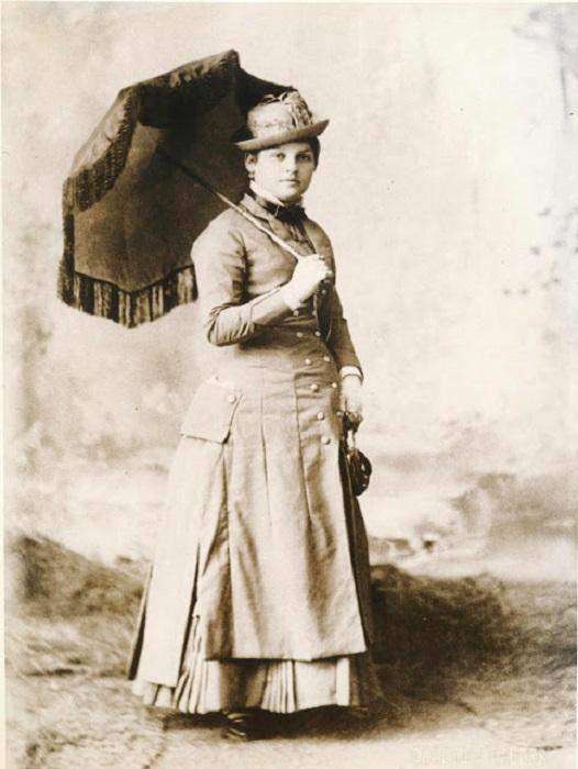 Была самой известной мадам в Лексингтоне штата Кентукки – ее бордель обслуживал влиятельных мужчин, занимавшихся табачным и конным бизнесом.
