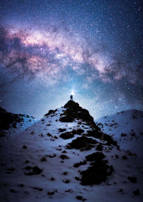 Покорение горы остается вершиной достижений альпинизма, а, стоя на вершине горы, чувствуешь себя на вершине мира.