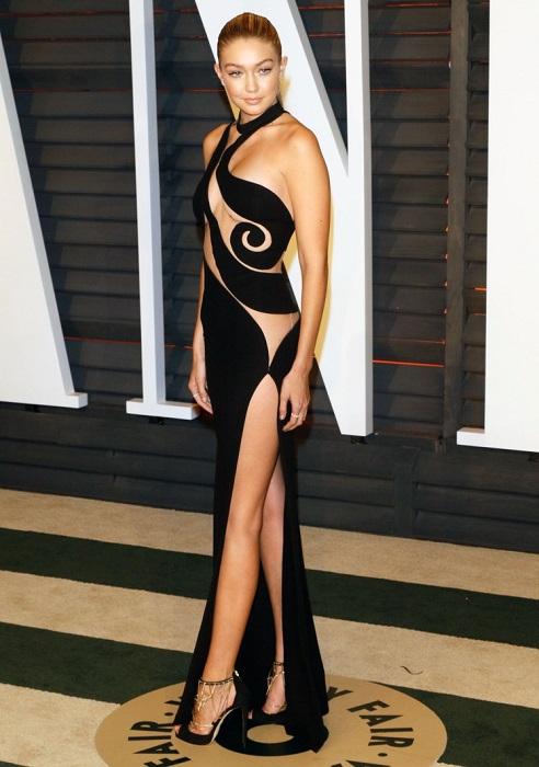 Американская модель Джиджи Хадид появилась на вечеринке Vanity Fair в честь Оскар 2015 в откровенном платье Atelier Versace.