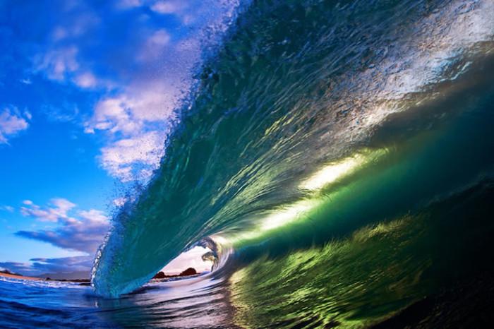 «Лапа» мощной волны.