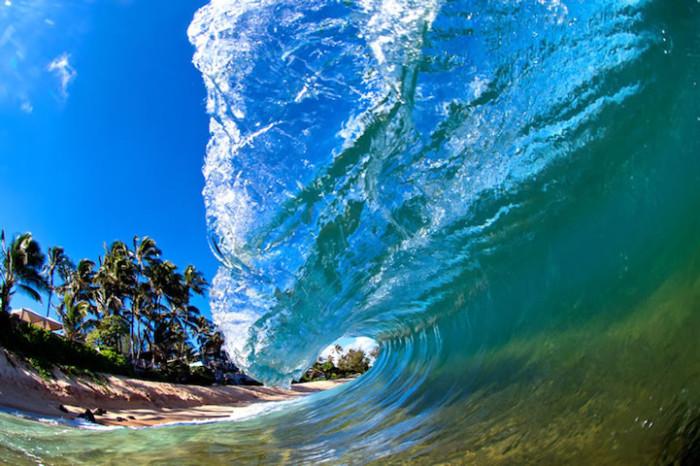 Волна, вырвавшаяся наружу.