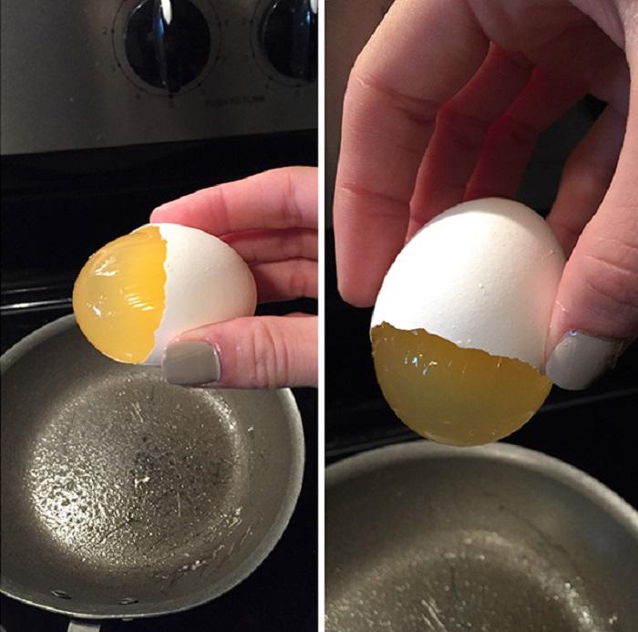У розломленими яйця жовток не деформовані.