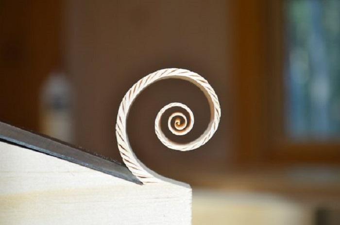 Спіралька з дерев'яної стружки.