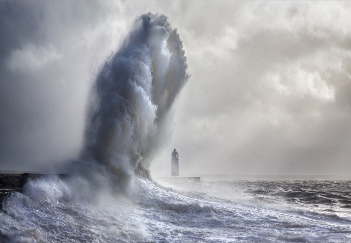 Одним из проектов талантливого фотографа стала съемка небольшого маяка в Портколе (Уэльс).