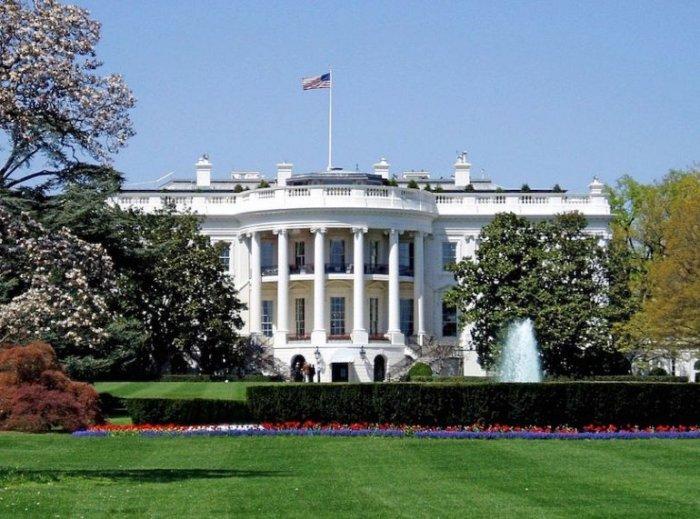Официальная резиденция и офис президента Соединенных Штатов Америки.