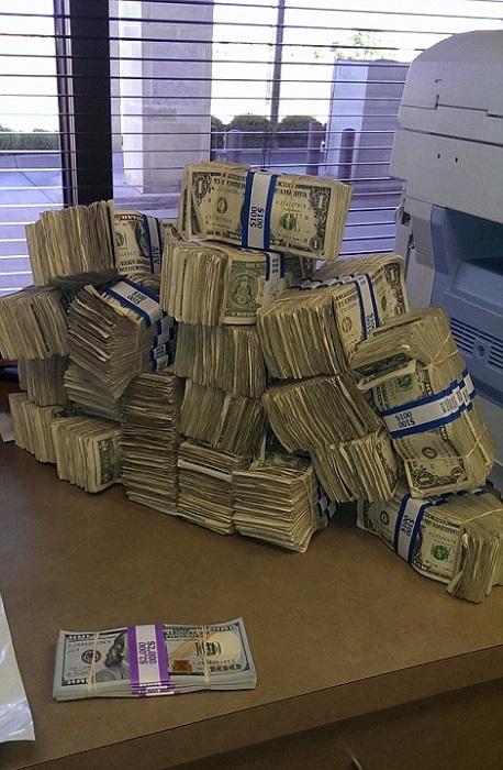 Донести до дома стопку из 100-долларовых купюр гораздо проще, чем ту же сумму по 1 доллару.