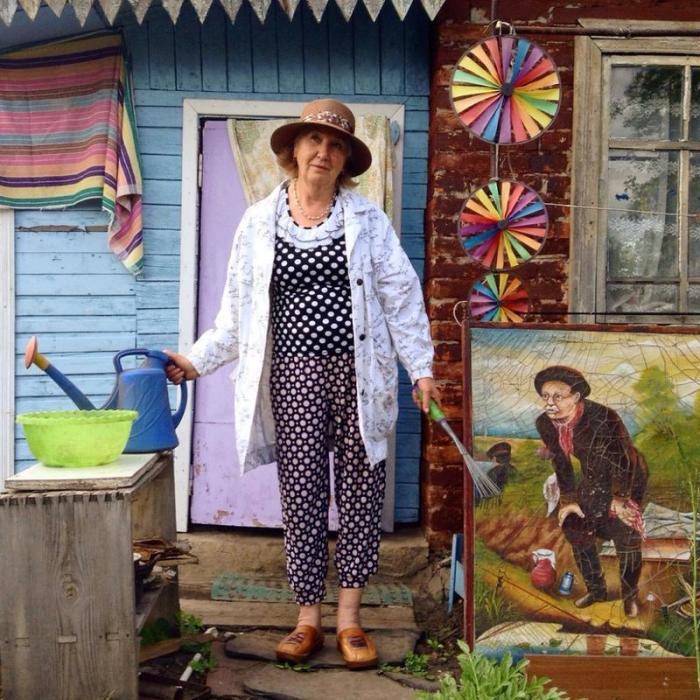 Главная героиня проекта, в котором бабушки хотят быть модными и стильными.