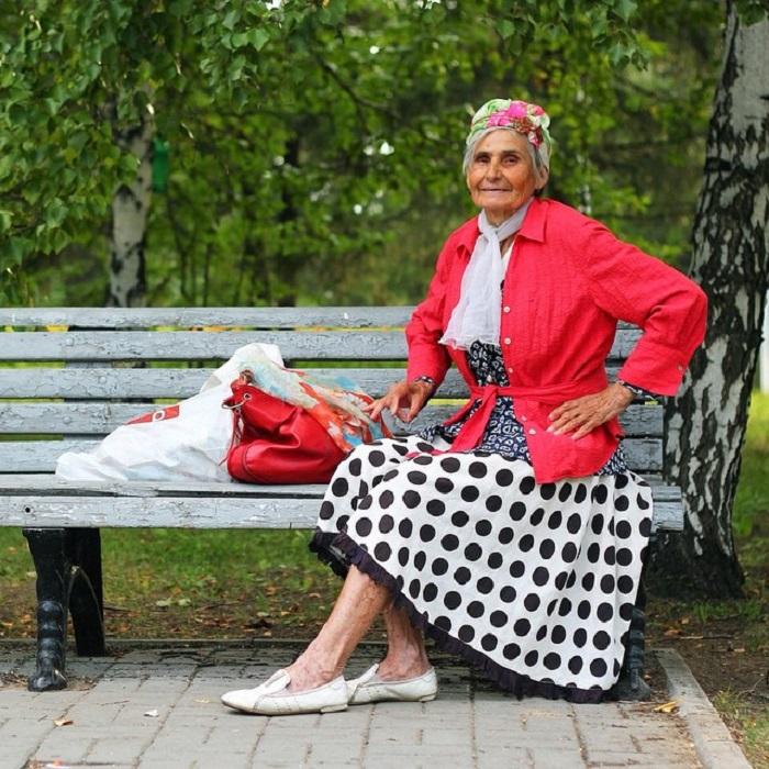 Ретро -  бабушка в своё время была королевой всех дискотек в городе.