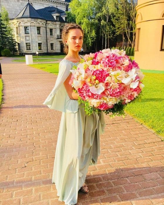 Дочь известной телеведущей Ларисы Гузеевой и ресторатора Игоря Бухарова. /Фото: starhit.ru