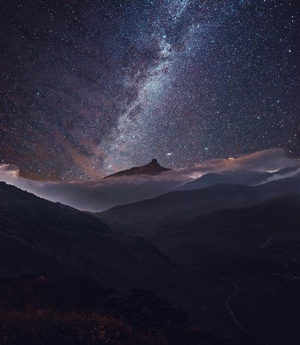 Осенняя звездная ночь в горах.