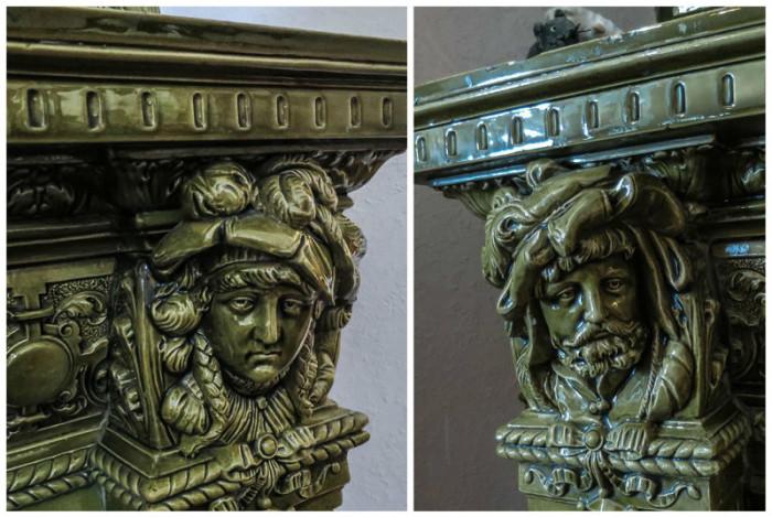 Выразительные лица украшают углы изразцового камина.