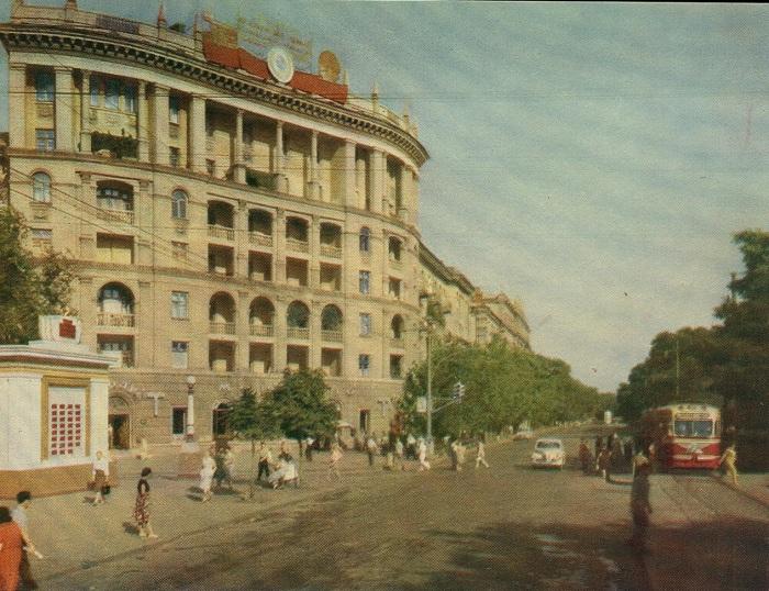 Один из первых многоэтажных домов в городе.