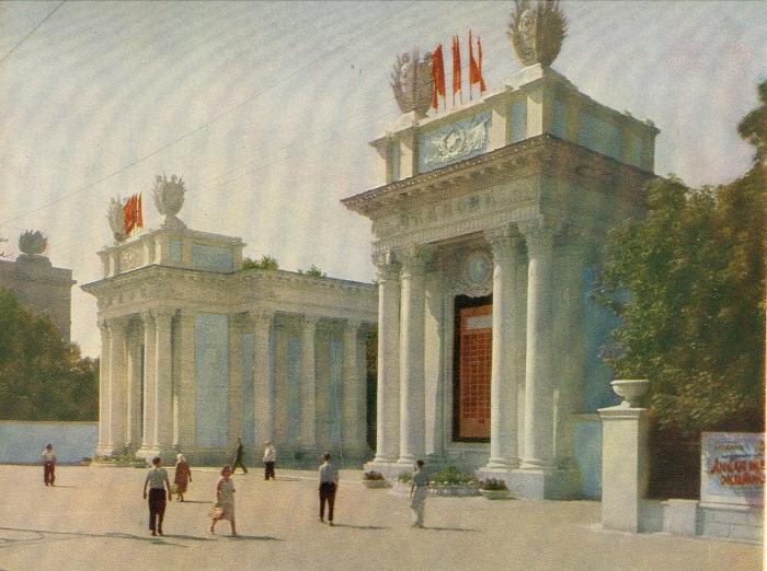 В советское время перед войной парк был назван именем прославленного лётчика Валерия Чкалова.