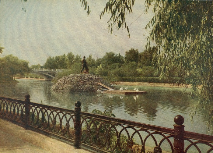Центральное озеро парка.