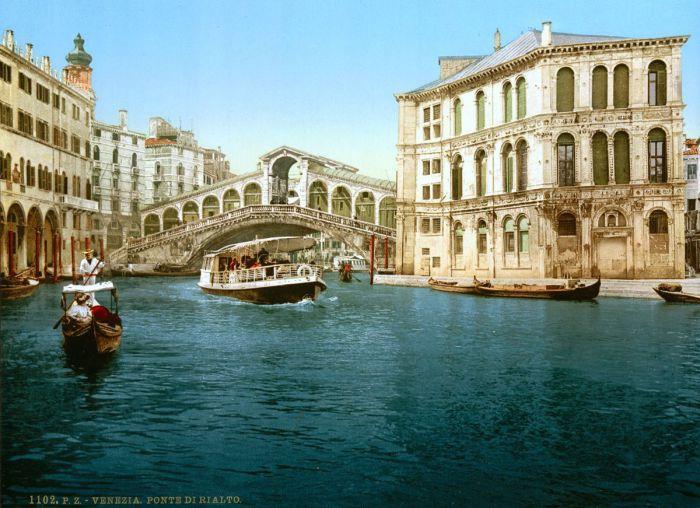 Мост Риальто является самым древним и самым первым мостом перекинутым через Гранд-канал.