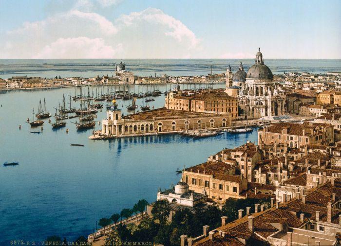 С Гранд-канала открывается потрясающий вид на Венецию с ее главными достопримечательностями.
