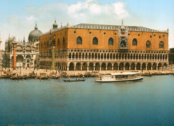 Главное здание Венеции, архитектурный памятник Италии, выполненный в готическом стиле.