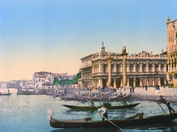 Пьяцетта - небольшая площадь между площадью Святого Марка и каналом.