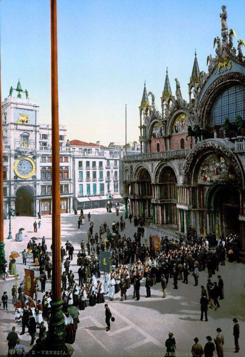 Религиозное шествие перед собором Святого Марка.