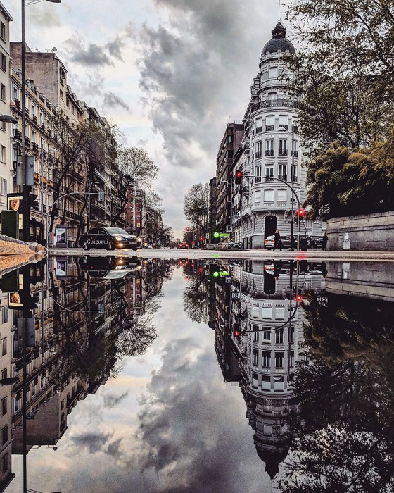 Канадский фотограф-путешественник Гвидо Гутьеррес Руис (Guido Gutiеrrez Ruiz) создает невероятные фотографии с помощью смартфона и... луж!