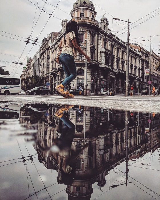 Увлечение снимками в отражениях началось с облака, которое фотограф увидел в луже прямо под своими ногами.