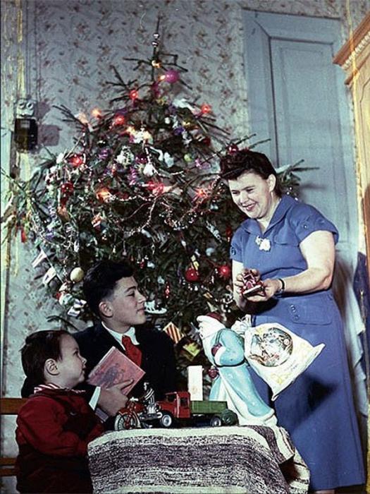 Главное в Новогоднюю ночь - найти подарок под ёлкой.
