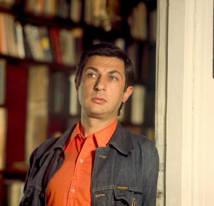 Советский и российский актёр, режиссёр и телеведущий, один из столпов театра «Современник», где сыграл более трёх десятков ролей.