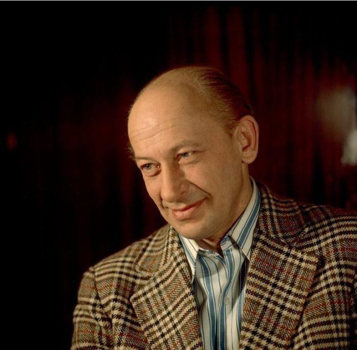 Его участие в фильме и спектакле гарантировало сенсационный успех.