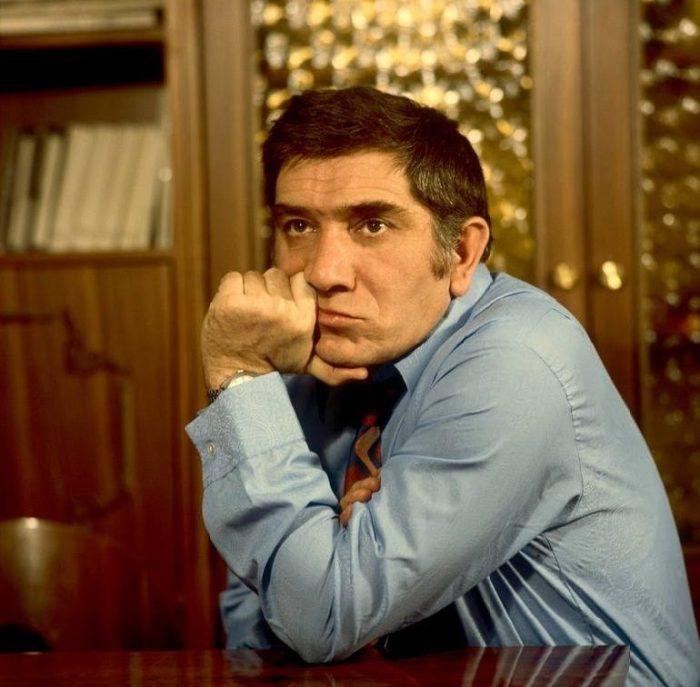 Занесён в Книгу рекордов Гиннесса как самый снимаемый российский актёр.