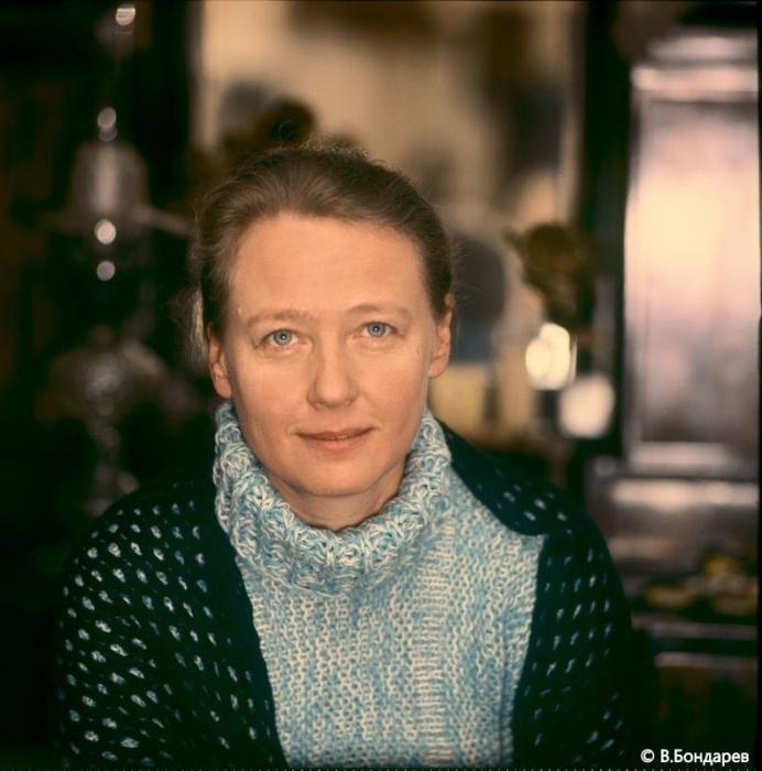 Удивительная и большая актриса и столь же удивительный и светлый человек, она была поистине яркой и неординарной личностью.