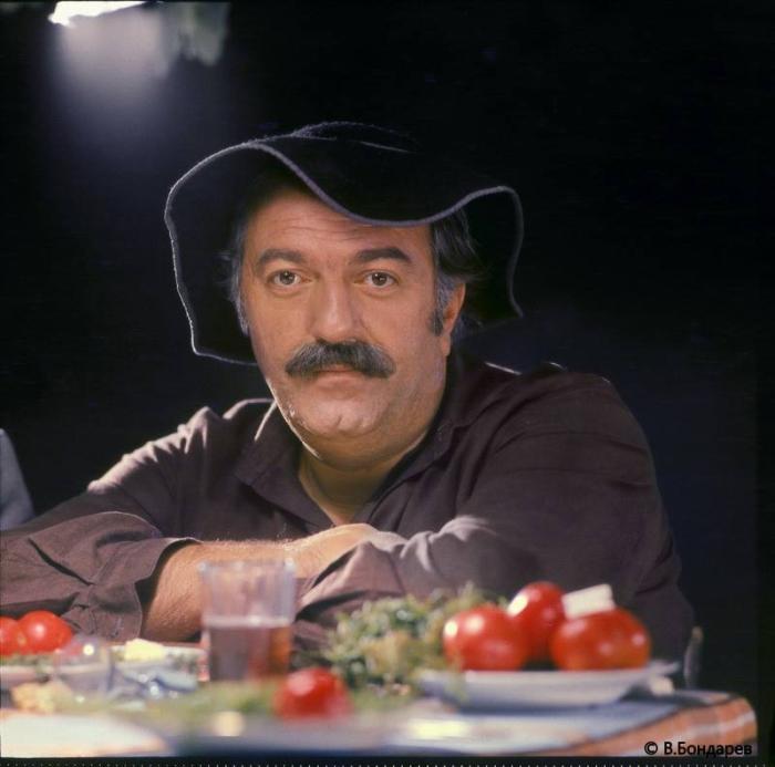 Советский и грузинский актёр, кинорежиссёр и сценарист.