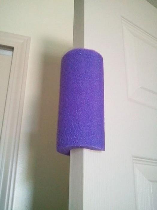 Поролоновая накладка для защиты детей от повреждений.