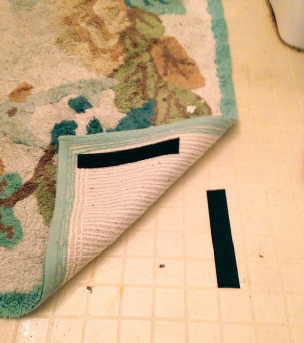 Для того, что бы ковер не скользил, можно использовать липучку.