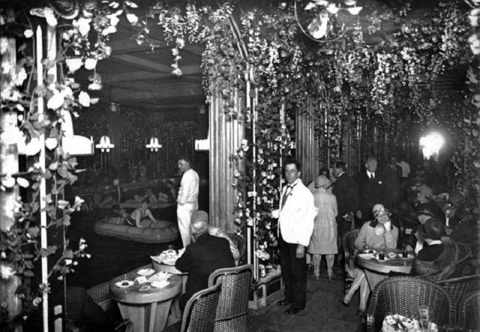 Развлекательный центр на Елисейских полях 1925 года.
