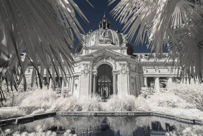 Маленький дворец - поистине шедевр Франции, отличающийся редчайшей красотой архитектуры.