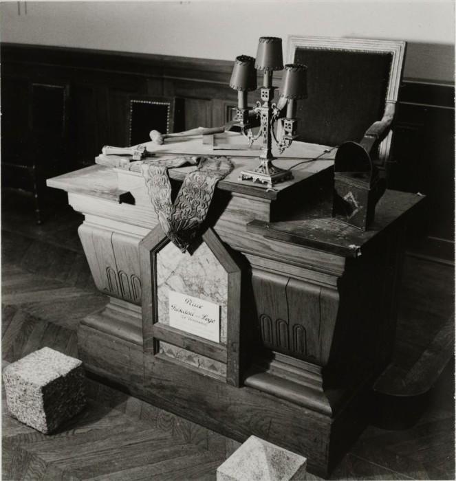 Стол судьи на выставке.