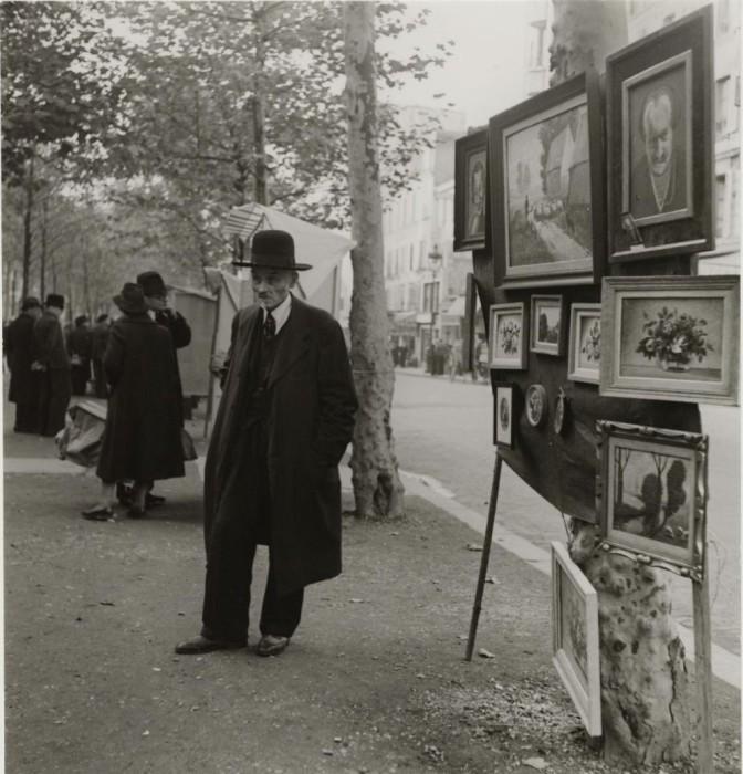 Уличная торговля картинами.