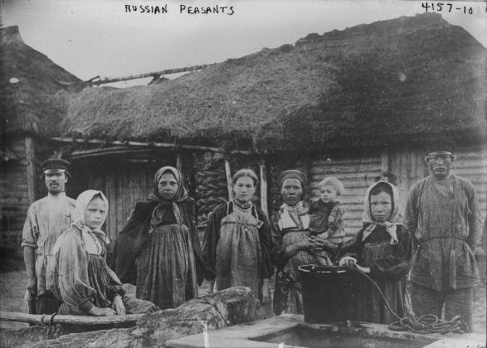 Русский народ состоит из трёх родственных ветвей - великороссов, малороссов и белорусов, произошедших от древнерусской народности, сложившейся из восточнославянских племён.