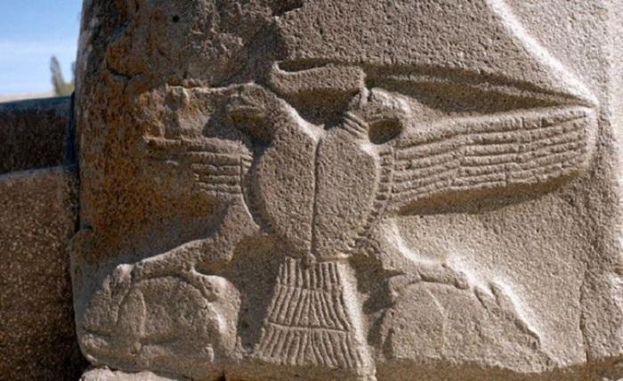 Хеттская держава была одной из самых влиятельных сил на геополитической карте Древнего мира. Здесь появилась первая конституция, хетты первыми использовали боевые колесницы и почитали двуглавого орла.