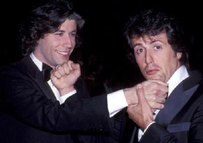 Джон Траволта в 1983 году сыграл заглавную роль в музыкальном кинофильме «Остаться в живых» от Сильвестра Сталлоне.