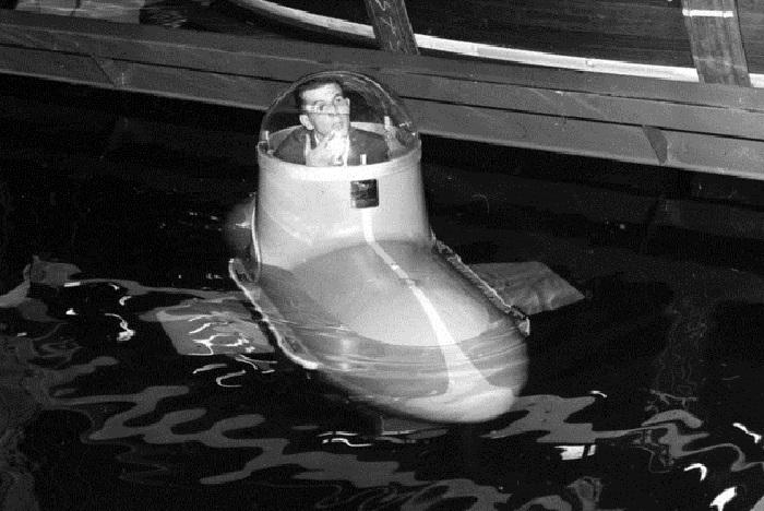 Одноместная подводная лодка.
