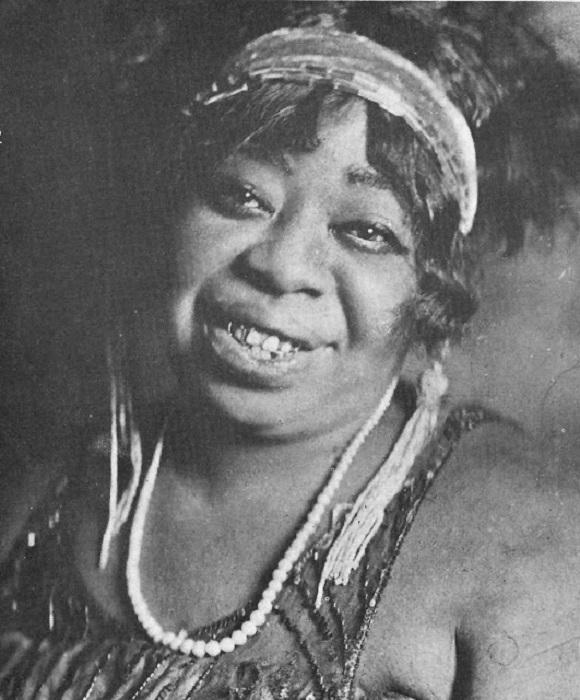 Одна из самых ранних известных американских профессиональных исполнительниц блюза.