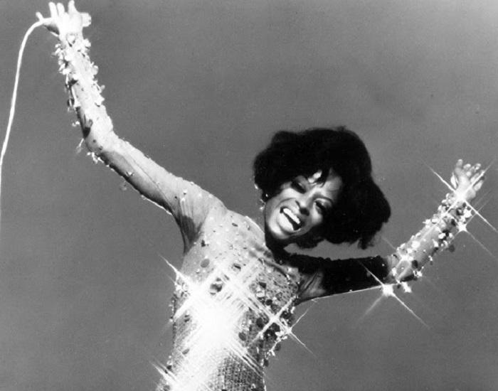 Популярная американская певица, автор песен, актриса, музыкальный продюсер, в 1960-х годах участница группы «The Supremes».