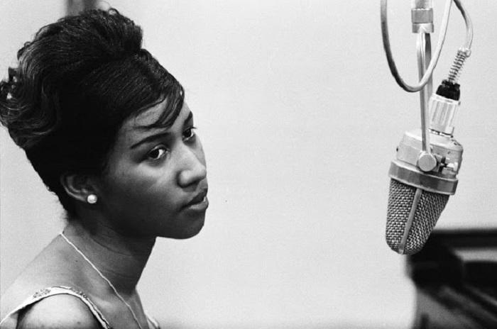 Легендарная американская певица в стилях ритм-энд-блюз, соул и госпел, обладательница 18 премий Грэмми.