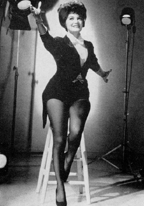 Одна из великих певиц рок-н-рольной эпохи, имевшая колоссальный успех не только на сцене, но и в кино.